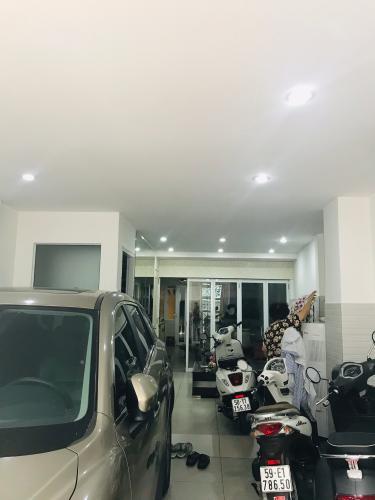 Phòng khách nhà phố quận Phú Nhuận Bán nhà phố đường Trần Huy Liệu, phường 8, quận Phú Nhuận, diện tích đất 108.8m2, sổ hồng đầy đủ.