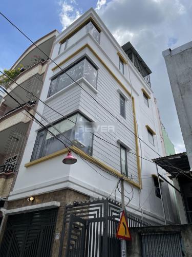 Nhà phố diện tích 30m2 kết cấu 1 trệt 3 lầu, khu dân cư đông đúc.