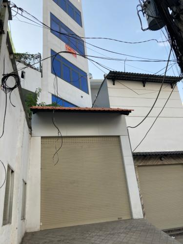 Nhà phố mặt tiền đường Huỳnh Tấn Phát, kết cấu 1 trệt 4 lầu kiên cố.