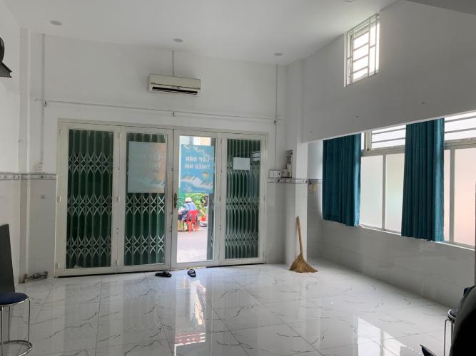 Phòng khách nhà phố Quận Phú Nhuận Nhà phố Quận Phú Nhuận có 2 mặt tiền hẻm hướng Đông