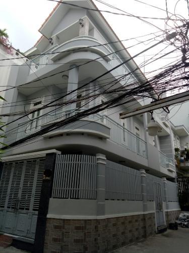 Nhà phố căn góc 2 mặt hẻm rộng rãi thông thoáng, có sổ hồng riêng.