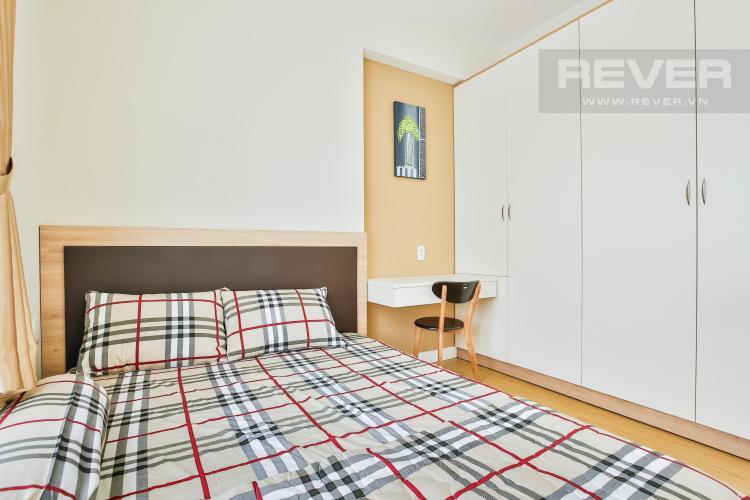 Góc bàn làm việc nhỏ gọn giữa giường ngủ và tủ đồ Căn góc tầng cao T4A Masteri Thảo Điền