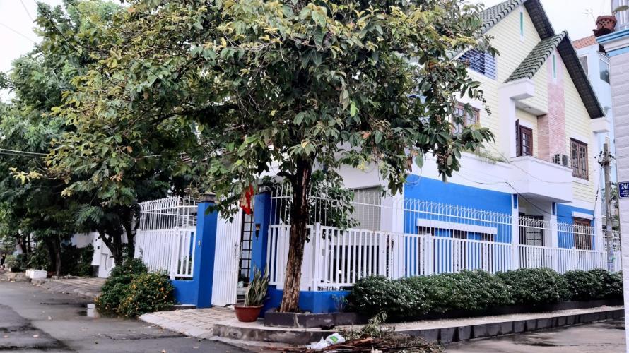 Biệt thự căn góc có 2 mặt tiền đường Số 9, sát sông Sài Gòn thoáng mát.