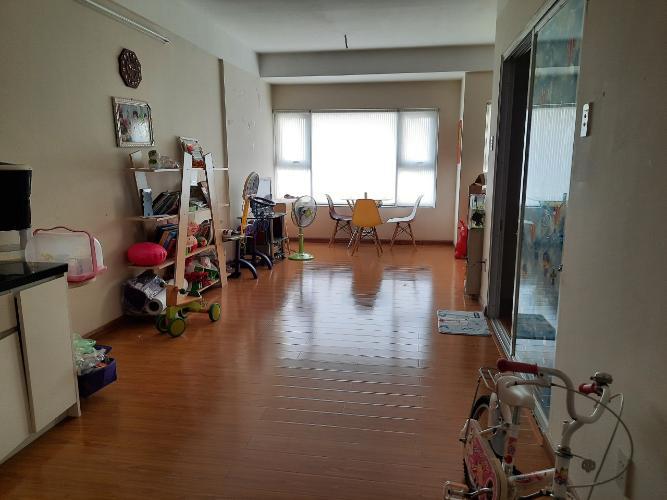 Căn hộ Flora Anh Đào tầng 12 view mặt tiền đường Đỗ Xuân Hợp.
