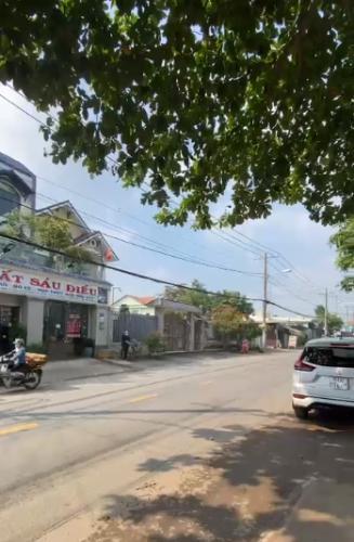 Đường trước nhà phố Quận 9 Nhà phố mặt tiền đường Nguyễn Xiển gần VinCity, diện tích 113m2.