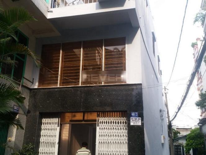 Nhà phố 1 trệt 2 lầu hướng Nam mát mẻ, khu dân cư an ninh và yên tĩnh.