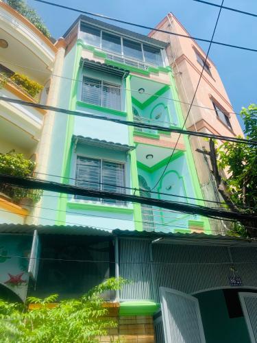 Nhà phố Quận Tân Bình có 2 mặt tiền hẻm xe hơi, sổ hồng riêng.