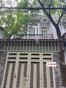 Nhà phố hẻm rộng 8m đường Phan Sào Nam, kết cấu 1 trệt 3 lầu kiên cố.