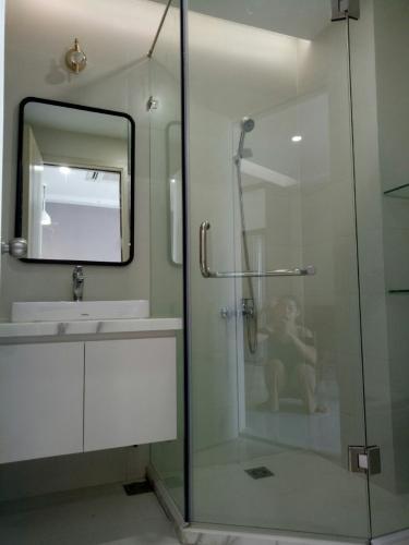 Nhà vệ sinh Saigon South Residence Căn hộ Saigon South Residence tầng trung, đầy đủ nội thất
