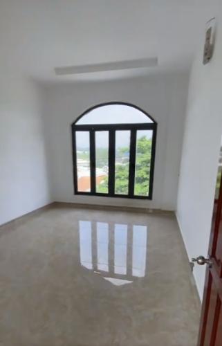 Không gian nhà phố Quận 9 Nhà phố mặt tiền đường Nguyễn Xiển gần VinCity, diện tích 113m2.
