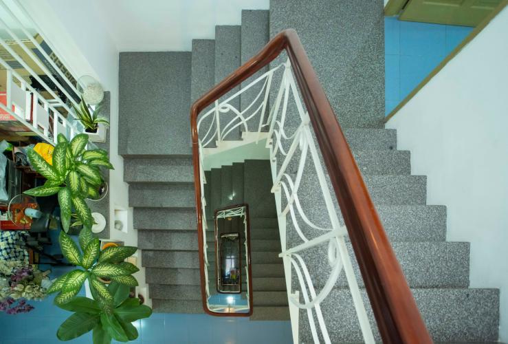 Cầu thang nhà Hoàng Hoa Thám, Bình Thạnh Nhà phố Hoàng Hoa Thám 80.5m2, sân thượng thoáng mát.