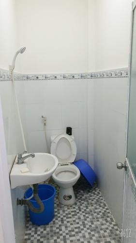 Phòng tắm nhà phố Nhà phố Bình Chánh hướng Đông diện tích 53.4m2, hẻm xe máy.