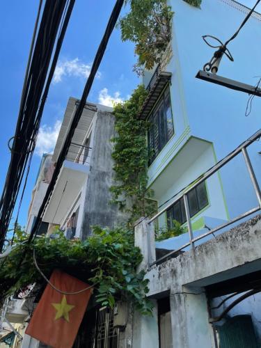 Nhà phố Quận 7 Nhà phố kết cấu 3 tầng diện tích 40m2, nội thất cơ bản.