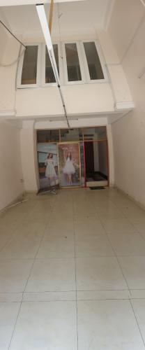phòng khách Nhà phố mặt tiền đường chính hướng Bắc, diện tích 60m2.