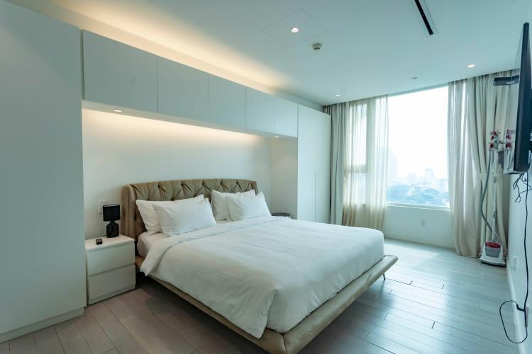 Phòng ngủ Léman Luxury Apartment Căn hộ Léman Luxury Apartments đủ tiện nghi, view tầng cao đón gió.