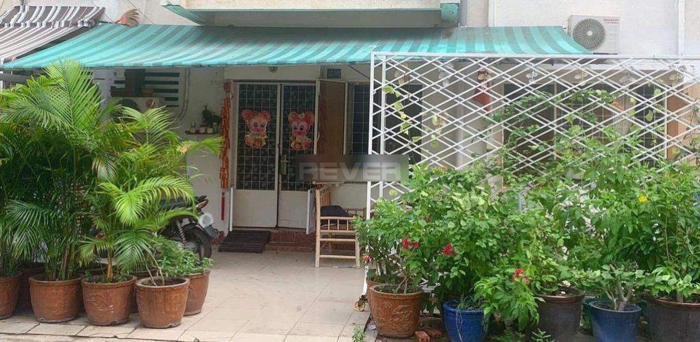 Tầng trệt chung cư 189B Cống Quỳnh có sân trước nhà rộng 40m2.
