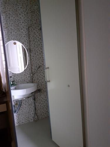 Phòng tắm chung cư Sư Vạn Hạnh, Quận 5 Căn hộ chung cư Sư Vạn Hạnh hướng Tây, đầy đủ nội thất.