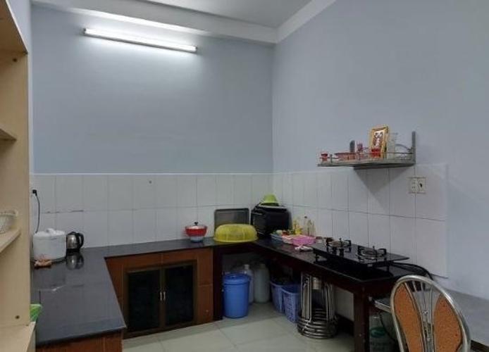 Phòng bếp nhà Quận 12 Nhà phố 1 trệt mặt tiền hẻm xe hơi rộng 5m, cửa chính hướng Đông.