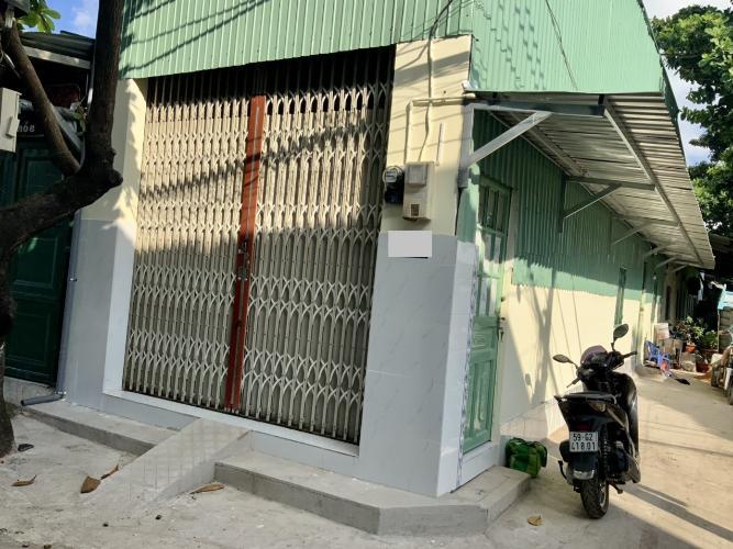 Mặt tiền nhà phố Quận Gò Vấp Nhà phố 2 mặt tiền hẻm thoáng mát, diện tích 56m2 không có ngăn phòng.