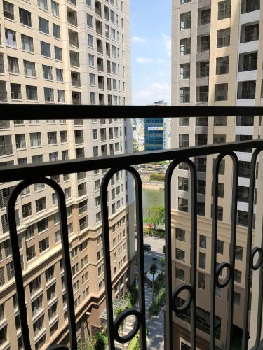 Ban công Saigon Royal, Quận 4 Căn hộ Saigon Royal tầng trung, không kèm nội thất.