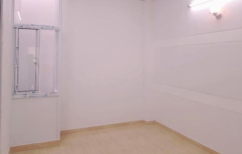 Phòng ngủ nhà phố quận 3 Bán nhà hẻm CMT8, dân cư sầm uất cách trung tâm thành phố 10 phút.