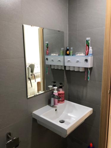 Toilet Celadon City, Tân Phú Căn hộ tầng trung Celadon City nội thất cơ bản,