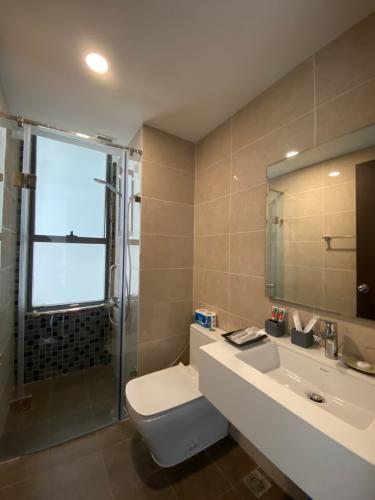Phòng tắm The Tresor Quận 4 Căn hộ tầng trung The Tresor đầy đủ nội thất, view Bitexco.