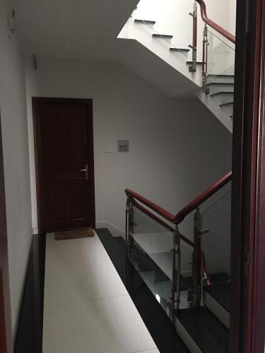 Nhà phố Quận 9 Nhà phố KDC Hưng Phú kết cấu 1 trệt 3 lầu, có Gara để xe hơi trong nhà.