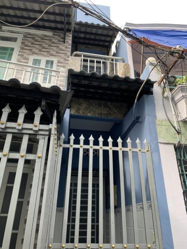 Nhà phố 1 trệt 1 lầu hẻm đường Đoàn Văn Bơ, pháp lý rõ ràng.