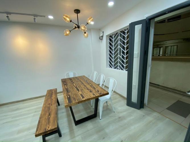 Căn hộ chung cư Khánh Hội view thành phố sầm uất, nội thất đầy đủ.