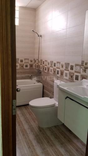 Phòng tắm chung cư Khánh Hội 3, Quận 4 Căn hộ chung cư Khánh Hội 3 view sông, đầy đủ nội thất.