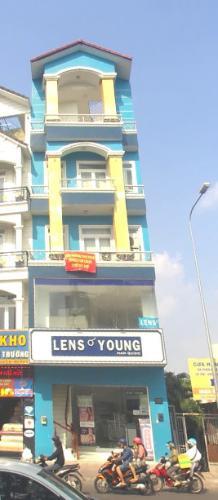 mặt tiền Nhà phố hướng Đông Nam mặt tiền, diện tích sử dụng 432m2.