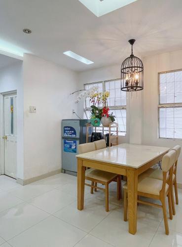 Phòng bếp chung cư Phan Xích Long, Phú Nhuận Căn hộ chung cư Phan Xích Long hướng Tây Bắc, đầy đủ nội thất.
