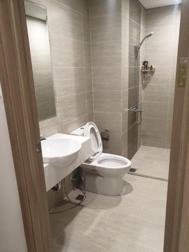 Toilet Vinhomes Grand Park Quận 9 Căn hộ Vinhomes Grand Park hướng nội khu, đầy đủ nội thất.