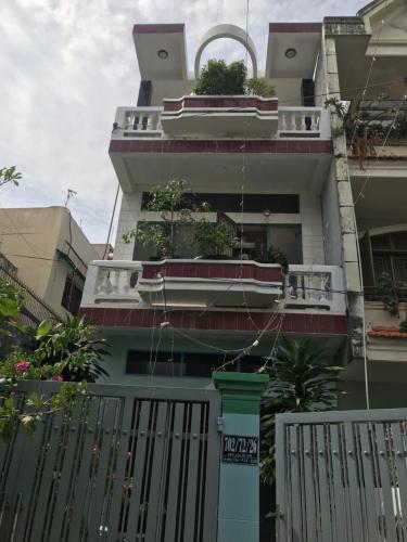 Nhà phố kết cấu 1 trệt 2 lầu kiên cố, hẻm xe hơi đường Lê Đức Thọ.