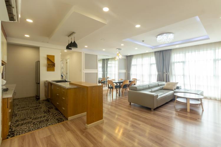 Căn hộ Happy Valley tầng thấp, thiết kế hiện đại, sàn lót gỗ.