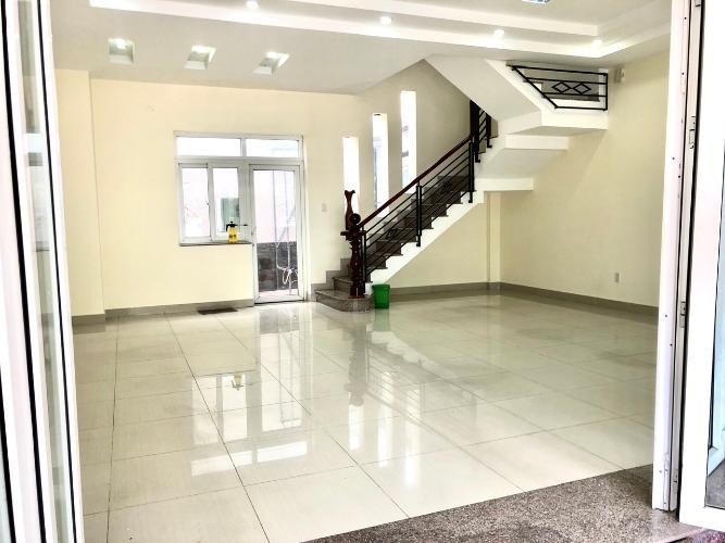 Phòng khách nhà phố Quận 9 Nhà phố KDC Hoàng Anh Minh Tuấn Quận 9 nhà bàn giao đầy đủ nội thất.