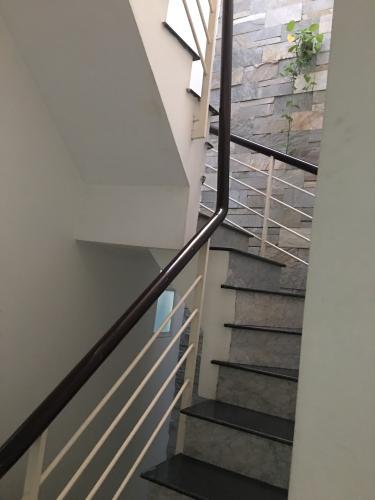 Cầu thang nhà phố Nhà phố kết cấu 2 tầng hướng Tây, thiết kế hiện đại kiên cố.