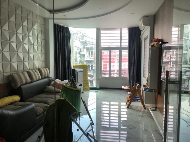 Phòng khách nhà phố Quận Phú Nhuận Nhà phố mặt tiền đường Trần Huy Liệu diện tích 74m2, đầy đủ nội thất.