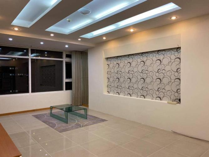 Phòng khách căn hộ Saigon Pearl Căn hộ Saigon Pearl view thành phố sầm uất, đủ tiện nghi.