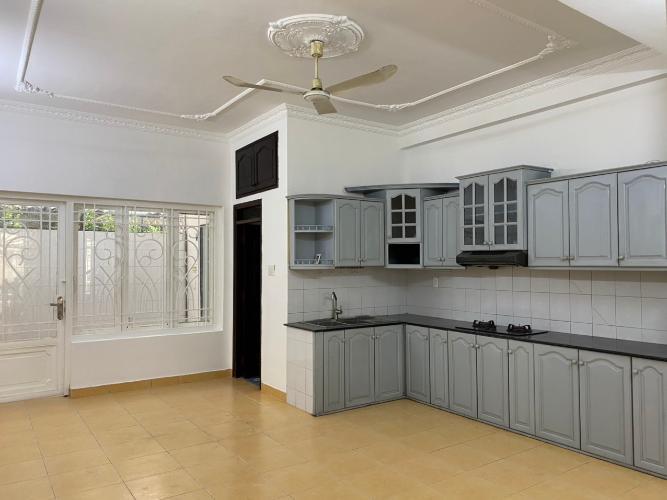 Phòng bếp nhà phố Trần Trọng Cung, Quận 7 Nhà phố diện tích 120m2 mặt tiền đường, sổ hồng riêng.