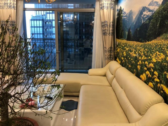 Phòng khách căn hộ Vinhomes Central Park , Quận Bình Thạnh  Căn hộ Vinhomes Central Park gồm 4 phòng ngủ, đầy đủ nội thất.