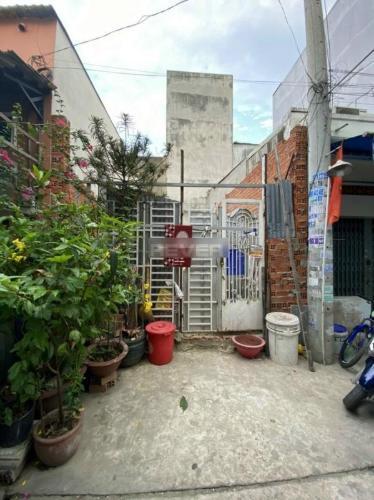 Đất diện tích 35.5m2 đã làm móng và làm tường, gần Aeon Mall Tân Phú.