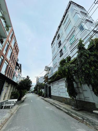 Đường trước văn phòng Quận Gò Vấp Văn phòng Quận Gò Vấp nằm tại góc 2 mặt tiền đường, đầy đủ nội thất.