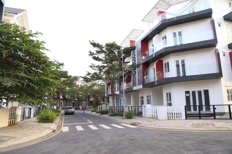 Đường hẻm nhà phố Nguyễn Duy Trinh, Quận 9 Nhà phố hướng Đông, diện tích 203m2, khu dân cư Valencia.
