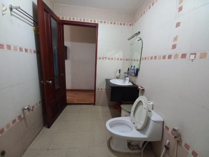 Không gian nhà phố Quận Bình Thạnh Nhà mặt tiền đường Bùi Đình Túy, kết cấu 1 trệt 3 lầu, diện tích 75m2.