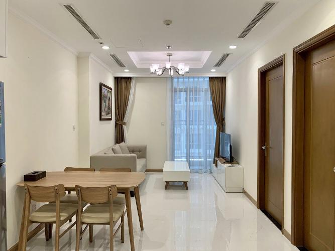 Phòng khách căn hộ Vinhomes Central Park, Quận Bình Thạnh Căn hộ Office-tel Vinhomes Central Park tầng 4, đầy đủ nội thất.