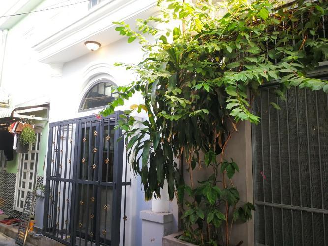 Hẻm nhà phố Huỳnh Tấn Phát, Quận 7 Nhà phố hướng Nam, 2 mặt tiền hẻm xe hơi rộng rãi, an ninh.