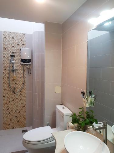Phòng tắm nhà phố Quận Phú Nhuận Nhà phố Q.Phú Nhuận hướng Tây Nam diện tích sử dụng 167m2, có sổ đỏ.