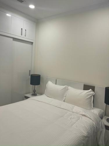 phòng ngủ căn hộ Vinhomes Central Park Căn hộ Vinhomes Central Park đầy đủ nội thất, hướng Tây.